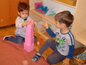 Materiale Montessori: Turnul roz