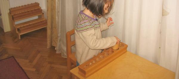"""""""Munca"""" în pedagogia Montessori"""
