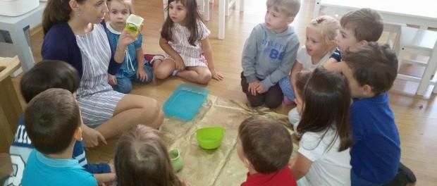 Participarea constantă la clasă este esențială în pedagogia Montessori